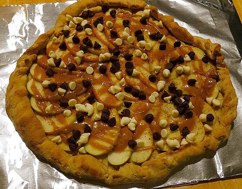 Summer's Tasty Treat:A Caramel Apple Pizza Recipe — MomStart