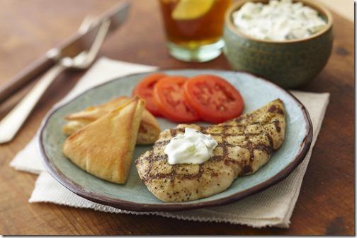 Greek_Chicken_with_Yogurt_Cucumber_Sauce