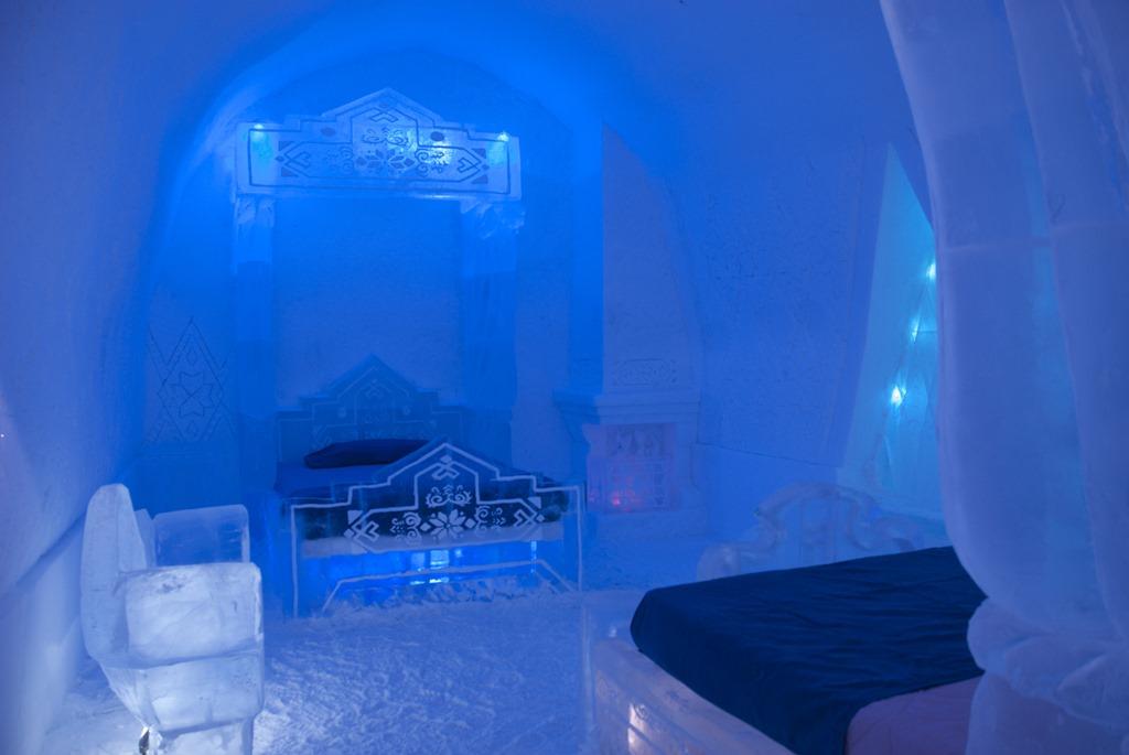 the frozen suite at h tel de glace the ice castle in quebec momstart. Black Bedroom Furniture Sets. Home Design Ideas