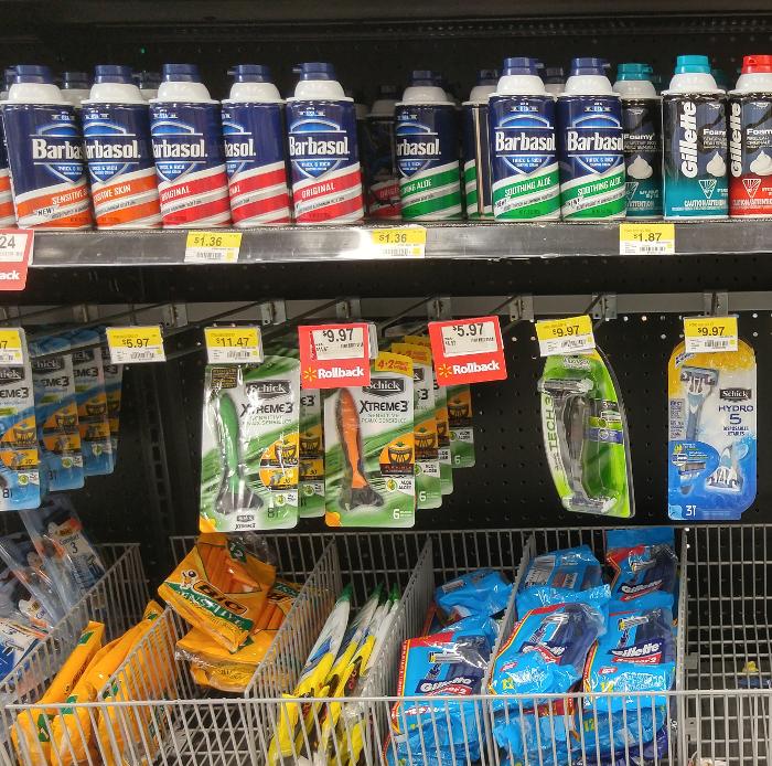 Disposable razor aisle